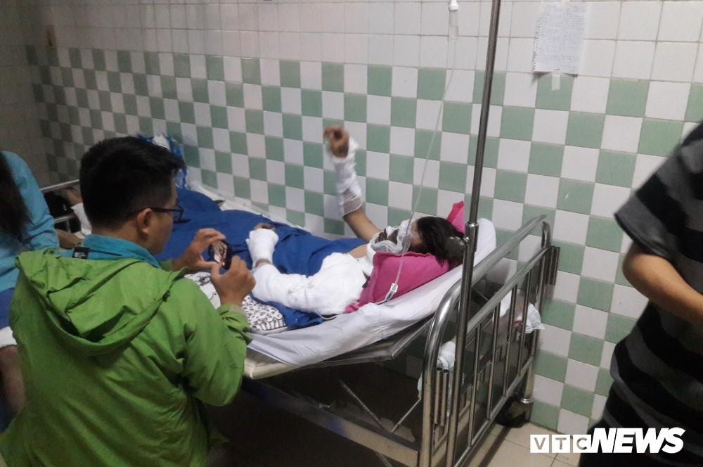 Đôi nam nữ Việt kiều kể khoảnh khắc bị tạt a xít, tấn công trong đêm - Ảnh 1.