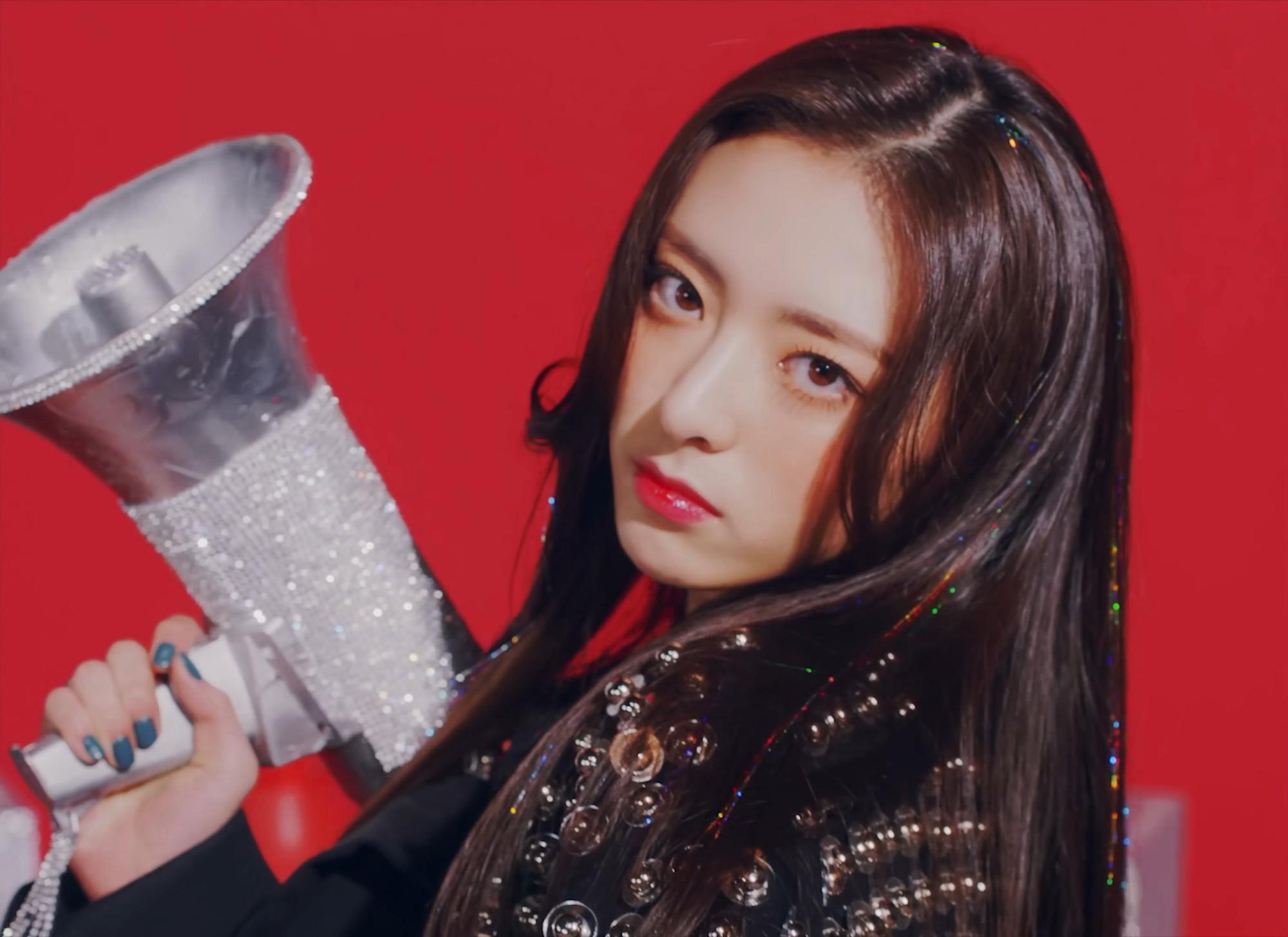 4 điểm trùng hợp bất ngờ của dàn em út vàng girlgroup nhà JYP: Visual hớp hồn, đến tuổi, phong cách cũng na ná - Ảnh 7.