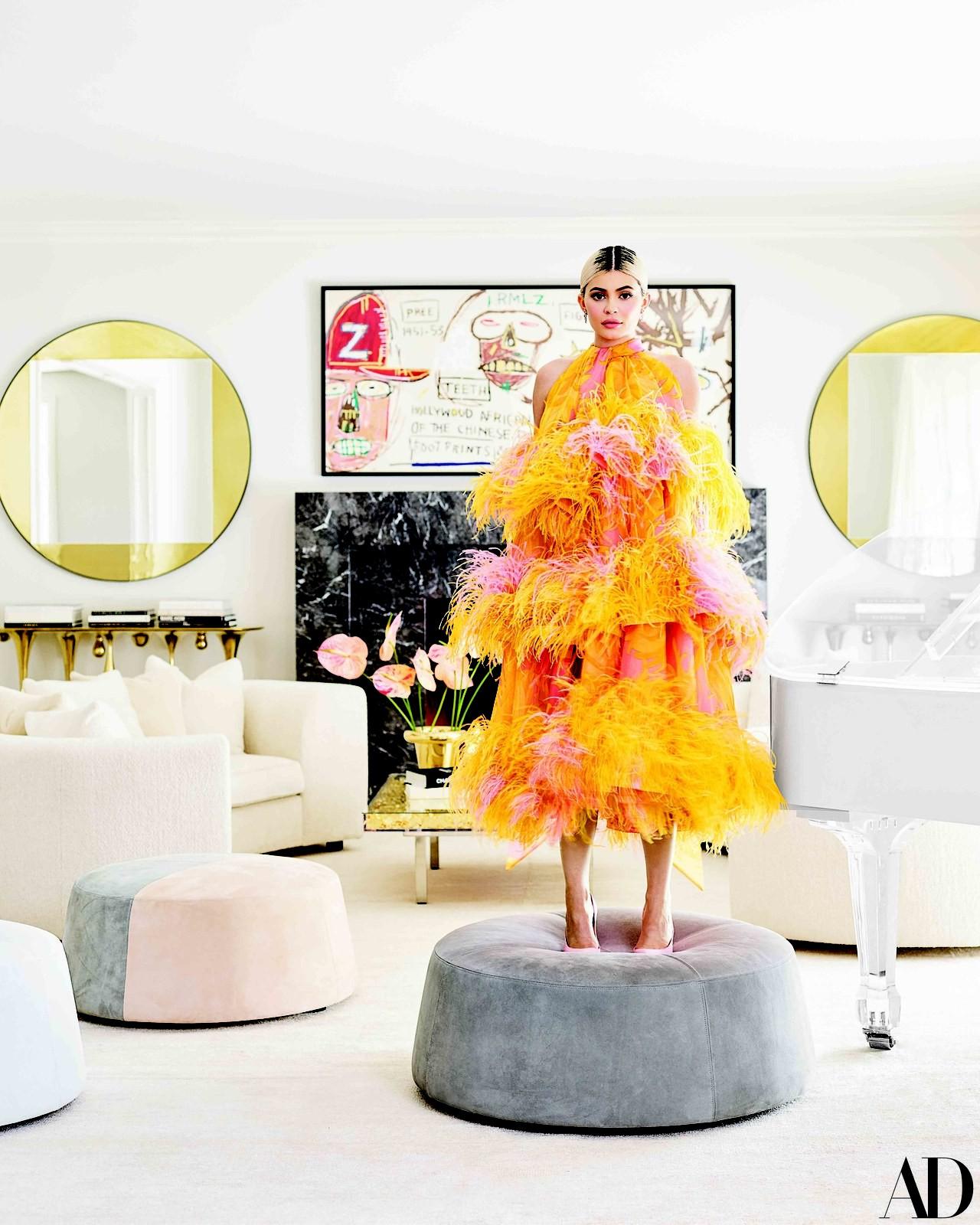 Giàu có và sành điệu như Kylie Jenner: Đến khăn tắm cũng phải là đồ hiệu Louis Vuitton, chi hơn 200 triệu chỉ để lau người - Ảnh 1.