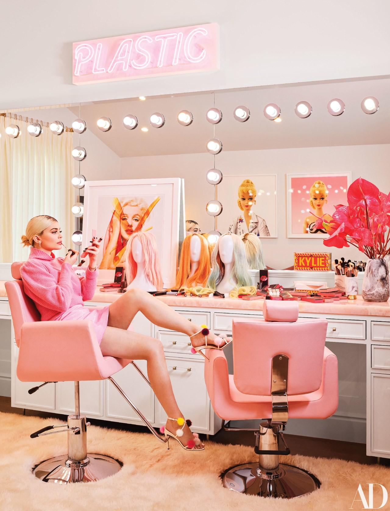 Giàu có và sành điệu như Kylie Jenner: Đến khăn tắm cũng phải là đồ hiệu Louis Vuitton, chi hơn 200 triệu chỉ để lau người - Ảnh 6.