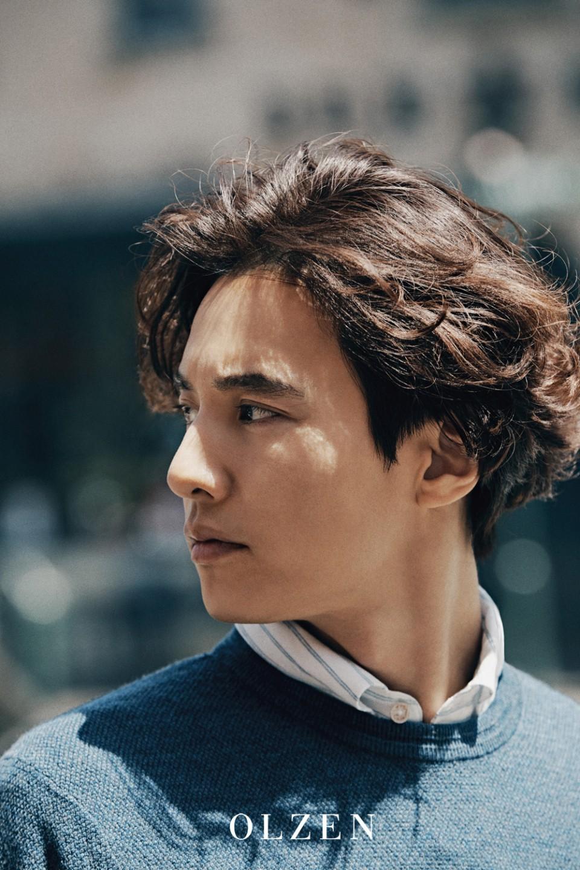 10 năm không đóng phim, Won Bin vẫn gây bão mạng chỉ vì gương mặt như tượng thần điêu khắc trên bìa tạp chí - Ảnh 1.