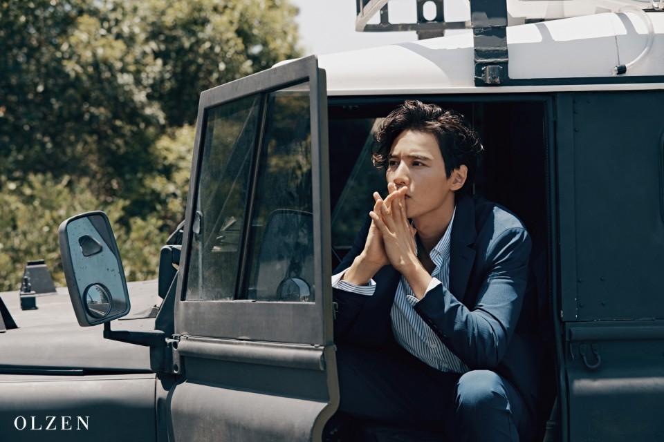 10 năm không đóng phim, Won Bin vẫn gây bão mạng chỉ vì gương mặt như tượng thần điêu khắc trên bìa tạp chí - Ảnh 4.