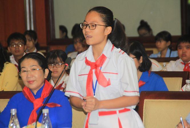 Học sinh than với lãnh đạo TPHCM bị học nhiều, học vẹt, áp lực thi đua - Ảnh 1.