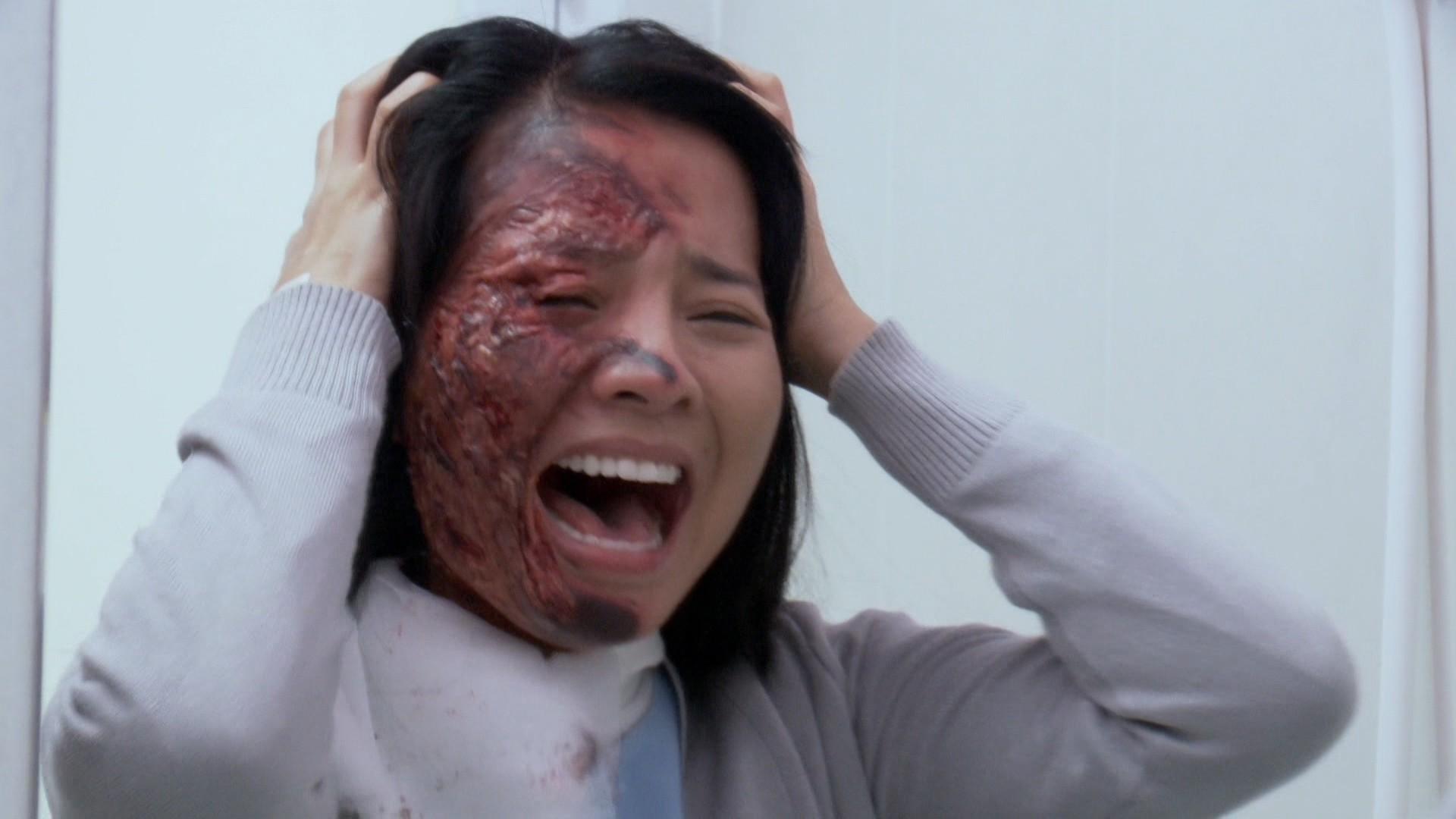 Pha đánh ghen kinh hoàng ở Hoa Cúc Vàng Trong Bão: Nữ chính xinh đẹp bị tạt axit cháy nát mặt - Ảnh 2.