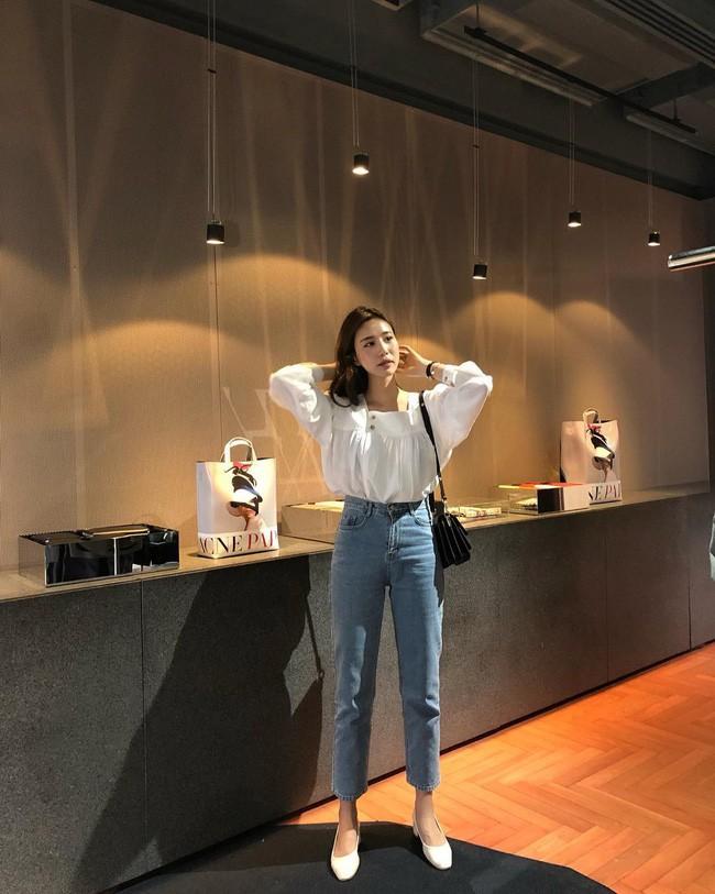 Kết quả hình ảnh cho Áo blouse trắng + quần jeans