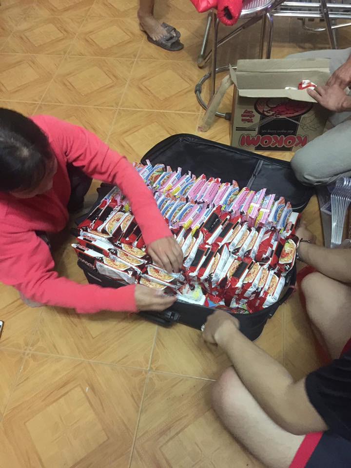 Chuyện thật như đùa: Du học sinh Việt nhét đầy vali toàn Băng vệ sinh, mỳ tôm để quay lại trường sau Tết - Ảnh 2.