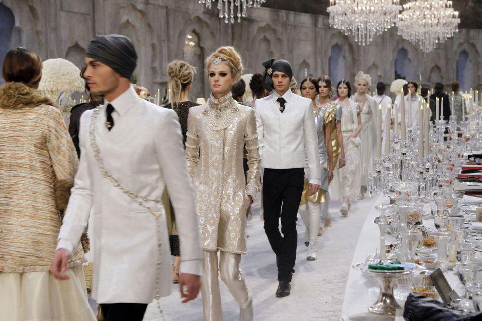 14 show diễn huyền thoại của Chanel dưới thời Karl Lagerfeld khiến giới mộ điệu thổn thức - Ảnh 15.