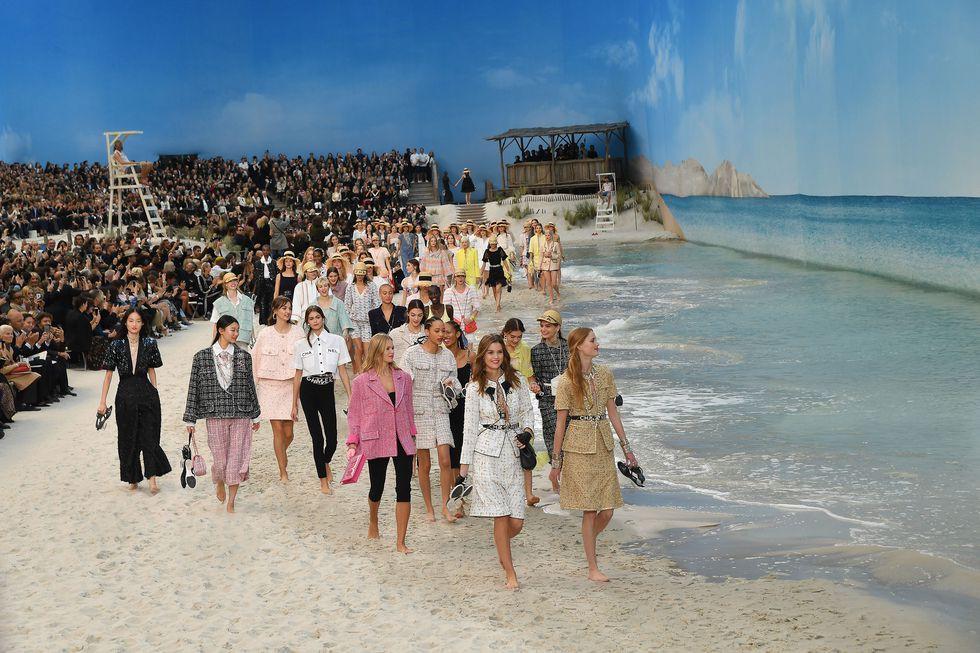 14 show diễn huyền thoại của Chanel dưới thời Karl Lagerfeld khiến giới mộ điệu thổn thức - Ảnh 3.