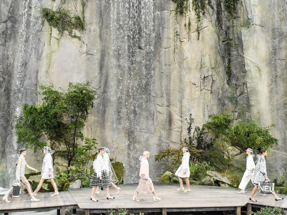14 show diễn huyền thoại của Chanel dưới thời Karl Lagerfeld khiến giới mộ điệu thổn thức - Ảnh 6.