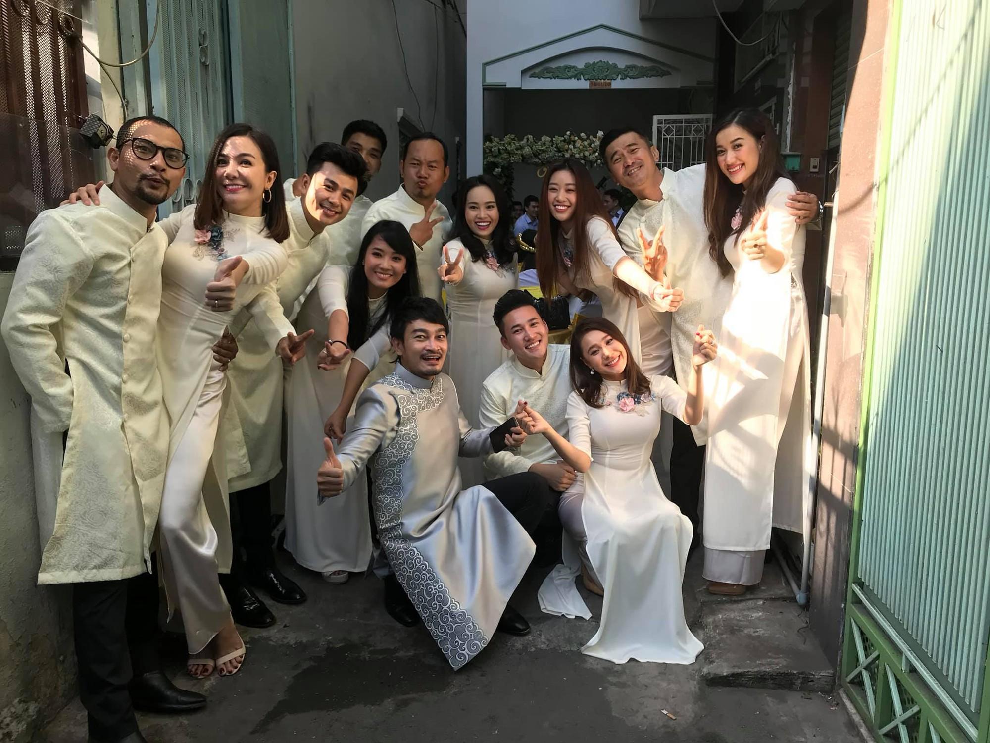 Vợ chồng Ái Châu - Huỳnh Đông cùng dàn diễn viên nổi tiếng bưng quả trong đám hỏi sao nữ Gạo nếp gạo tẻ - Ảnh 4.