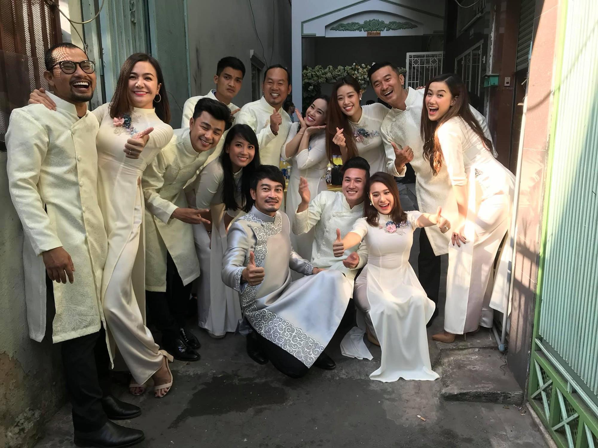 Vợ chồng Ái Châu - Huỳnh Đông cùng dàn diễn viên nổi tiếng bưng quả trong đám hỏi sao nữ Gạo nếp gạo tẻ - Ảnh 3.
