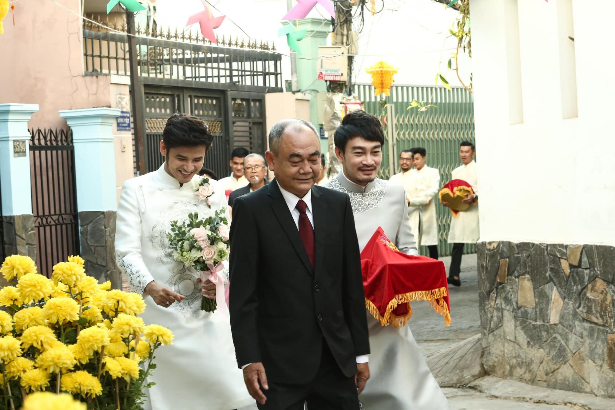 Vợ chồng Ái Châu - Huỳnh Đông cùng dàn diễn viên nổi tiếng bưng quả trong đám hỏi sao nữ Gạo nếp gạo tẻ - Ảnh 2.