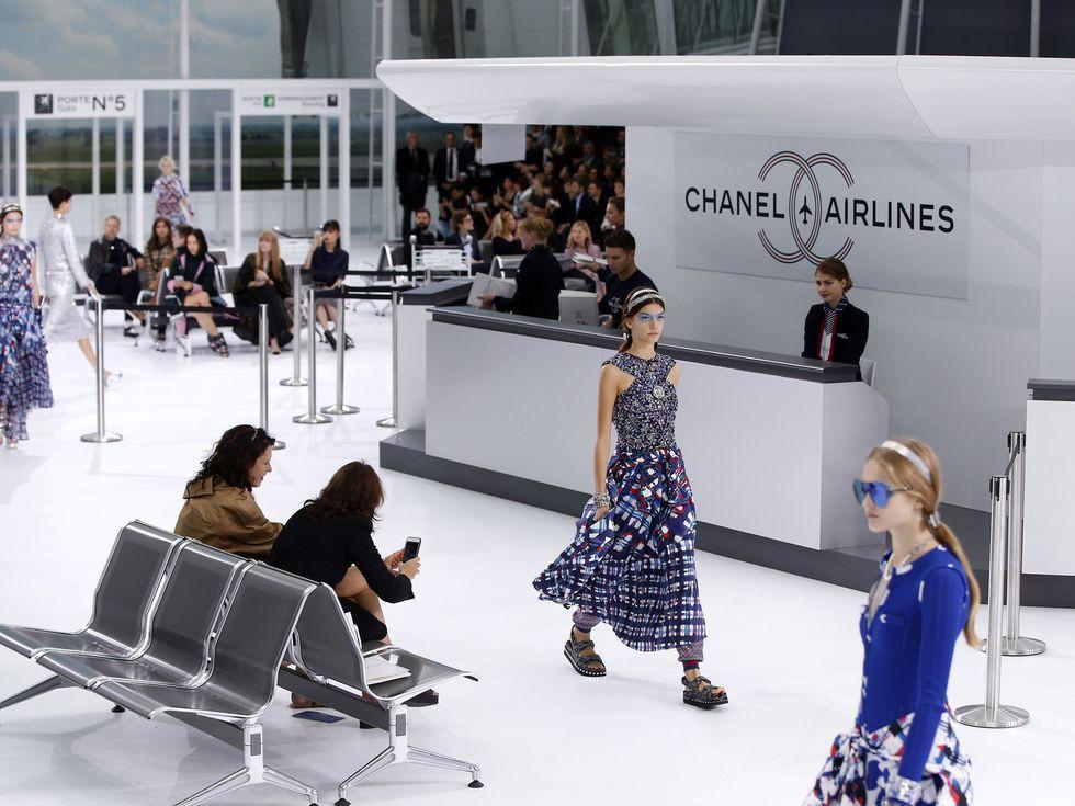 14 show diễn huyền thoại của Chanel dưới thời Karl Lagerfeld khiến giới mộ điệu thổn thức - Ảnh 10.
