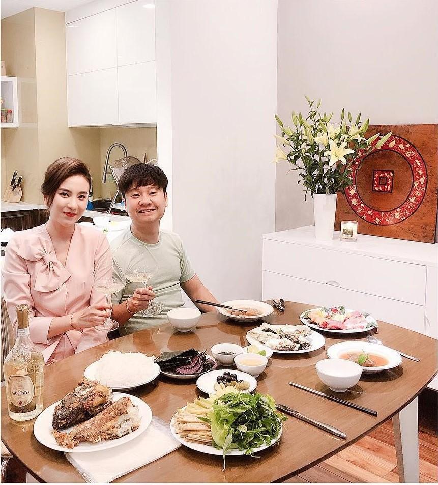 Nhìn chồng Mai Ngọc sau 3 năm kết hôn phải công nhận rằng: Lấy vợ là con đường phá sắc nhanh nhất! - Ảnh 3.