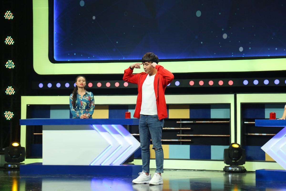 Hồ Quang Hiếu không chỉ lanh chanh mà còn làm đồng đội bị thương khi chơi gameshow - Ảnh 3.