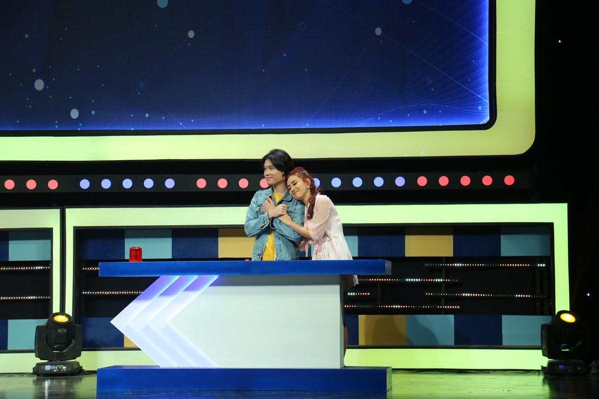 Hồ Quang Hiếu không chỉ lanh chanh mà còn làm đồng đội bị thương khi chơi gameshow - Ảnh 5.