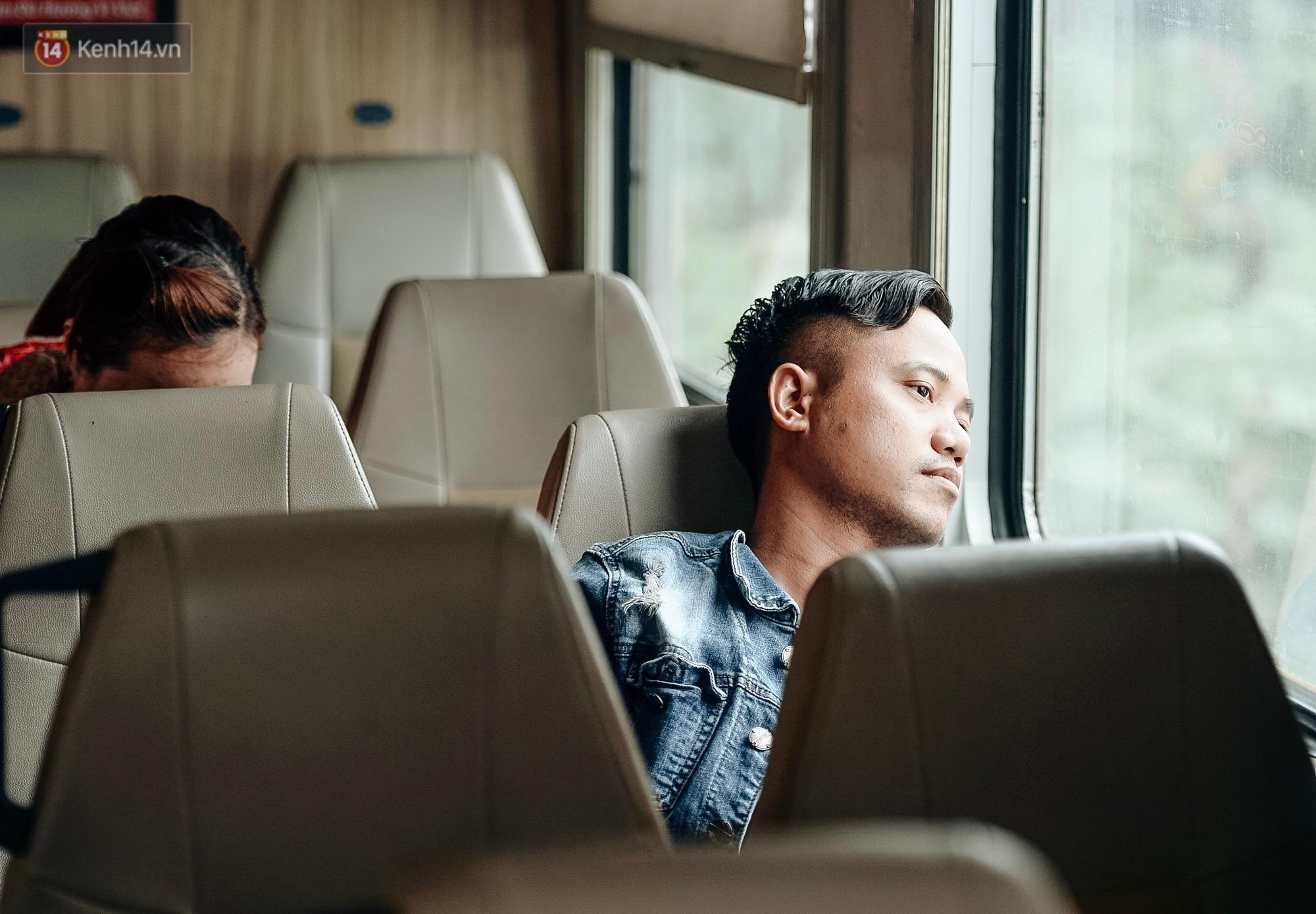 Chuyến tàu mùa xuân chở công nhân nghèo dọc đường đất nước về đến ga Hà Nội và những khoảnh khắc đoàn tụ đầy xúc động - Ảnh 9.