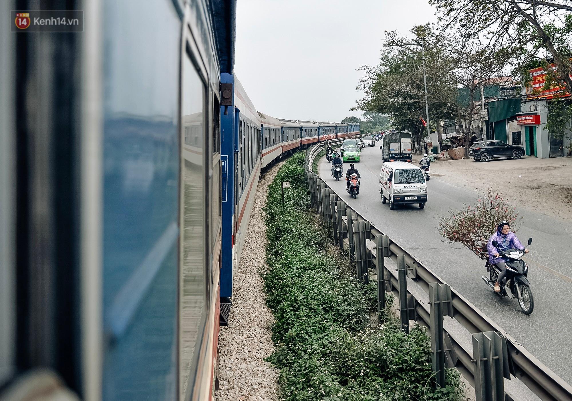 Chuyến tàu mùa xuân chở công nhân nghèo dọc đường đất nước về đến ga Hà Nội và những khoảnh khắc đoàn tụ đầy xúc động - Ảnh 8.