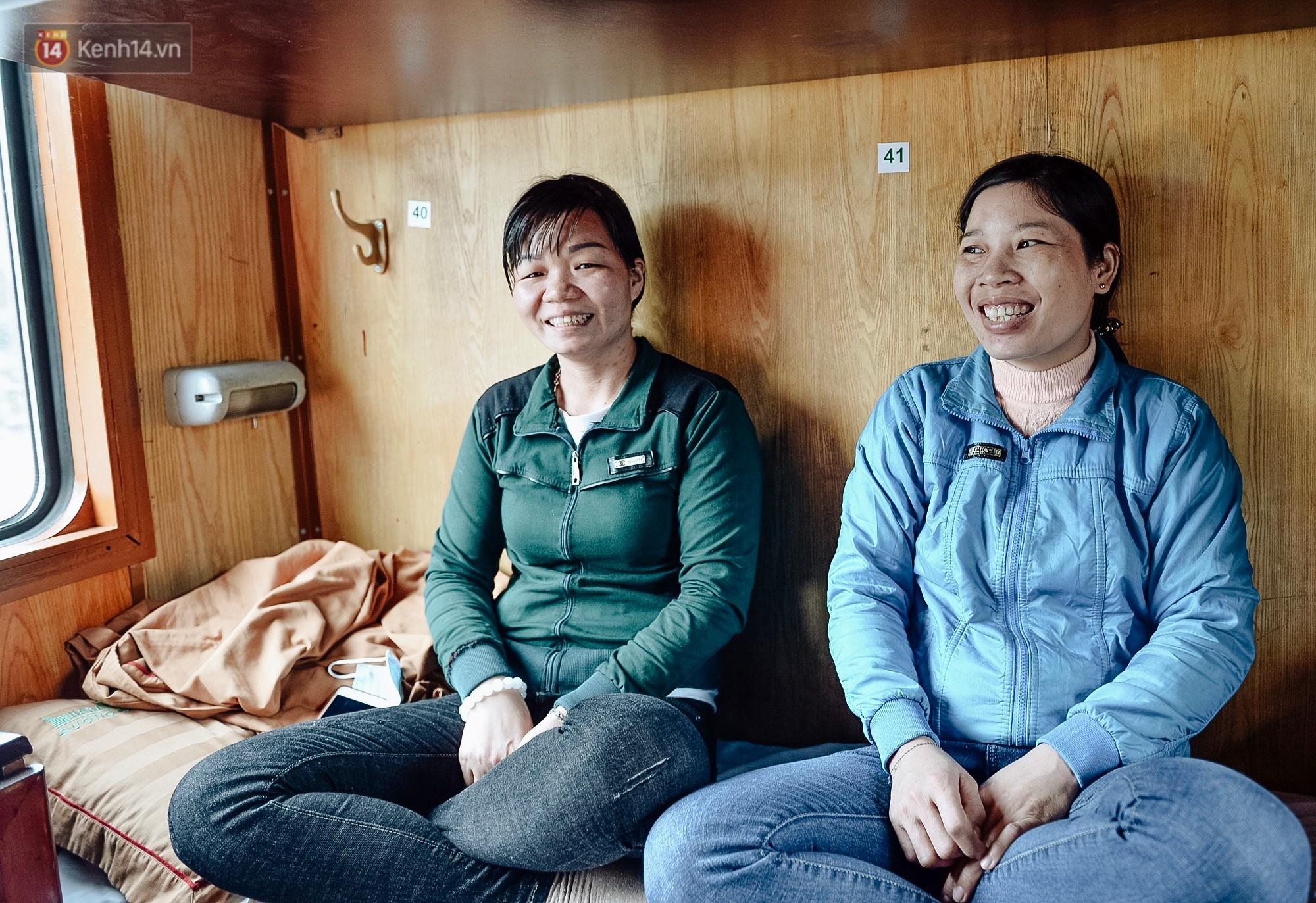 Chuyến tàu mùa xuân chở công nhân nghèo dọc đường đất nước về đến ga Hà Nội và những khoảnh khắc đoàn tụ đầy xúc động - Ảnh 2.