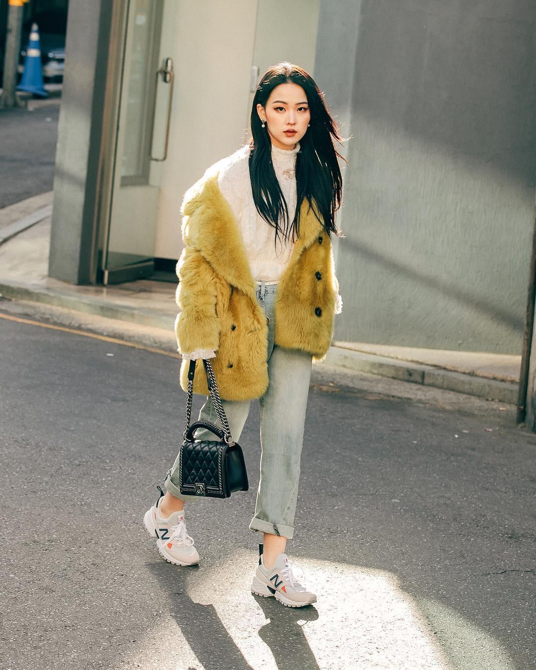 Street style giới trẻ Hàn tuần qua: nữ tính, cá tính, chất chơi chiêu nào cũng có và đều đẹp ngất ngây - Ảnh 2.