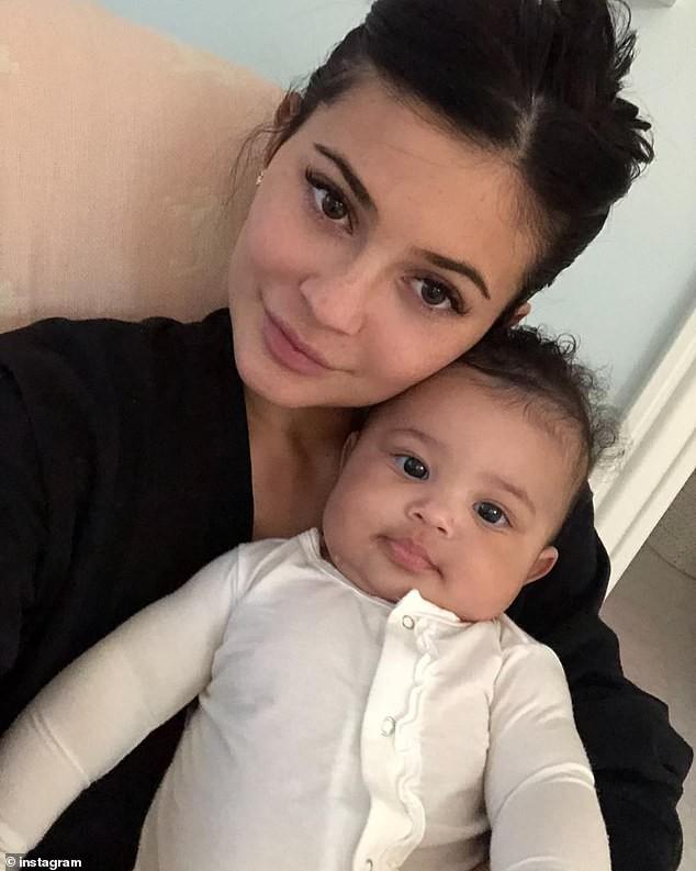 Vừa tổ chức sinh nhật 1 tuổi cho con, Kylie Jenner lại làm dân tình bàn tán rần rần vì úp mở có thai lần 2? - Ảnh 5.