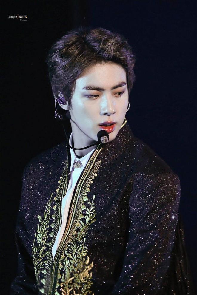 Ngược đời idol Kpop là visual nhưng không nói thì chẳng ai hay: Đẹp cực phẩm nhưng toàn bị thành viên khác lấn át - Ảnh 1.