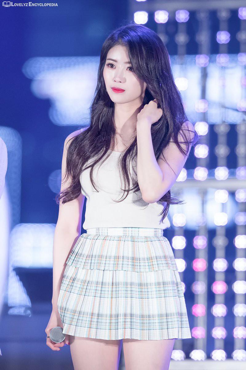 Ngược đời idol Kpop là visual nhưng không nói thì chẳng ai hay: Đẹp cực phẩm nhưng toàn bị thành viên khác lấn át - Ảnh 22.