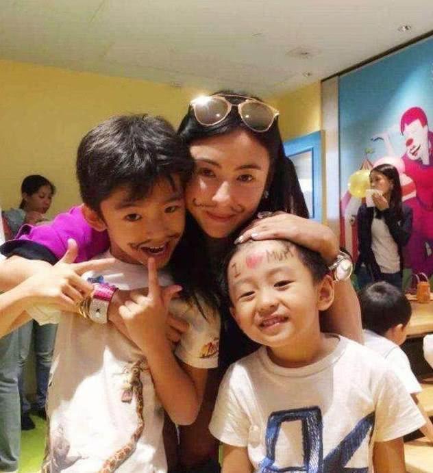 Những đứa con đẹp như thiên thần của dàn sao châu Á: Không ít bé lớn lên trong hoàn cảnh gia đình tan vỡ - Ảnh 29.