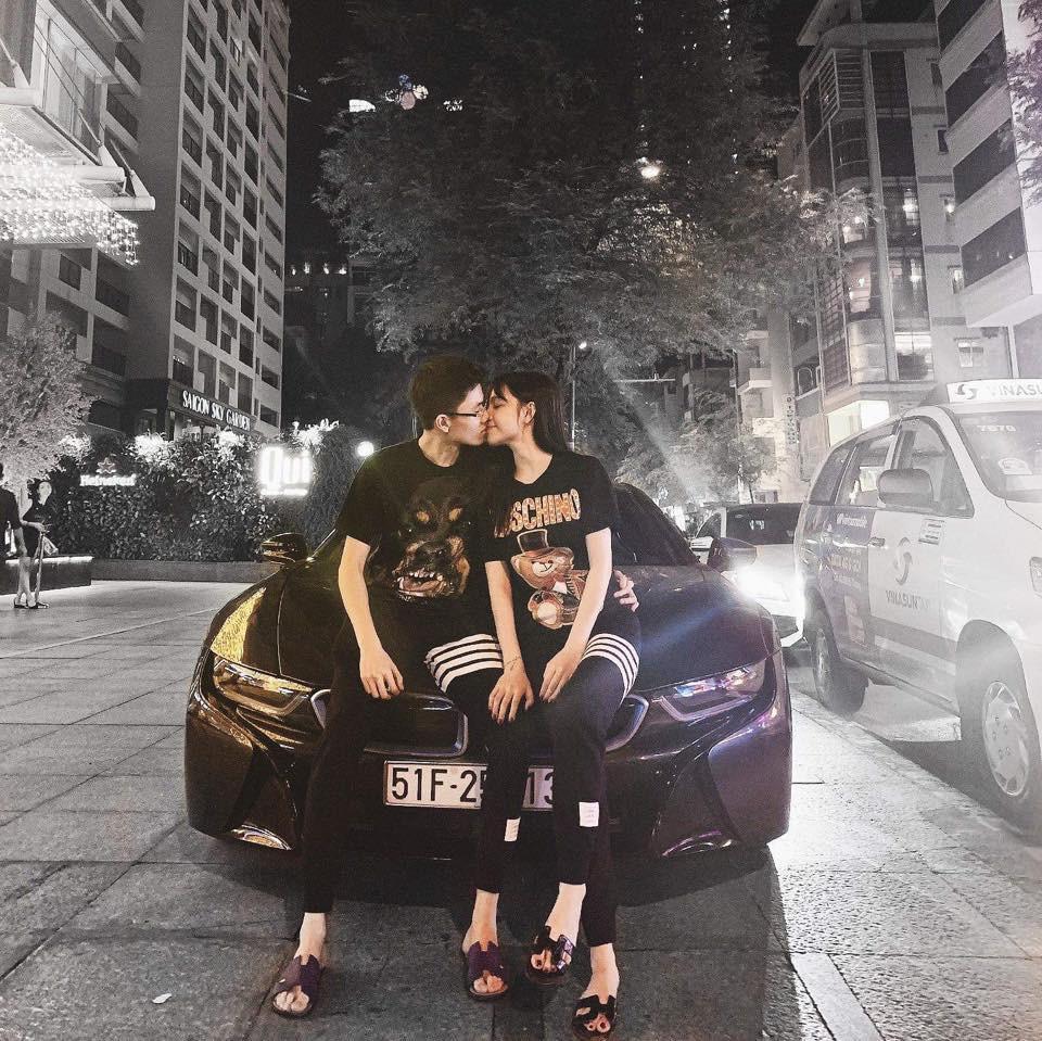 Style pose ảnh ruột của thiếu gia Phan Hoàng và bạn gái: Không tạo dáng trước siêu xe thì cũng check-in ở nhà hàng sang chảnh - Ảnh 5.