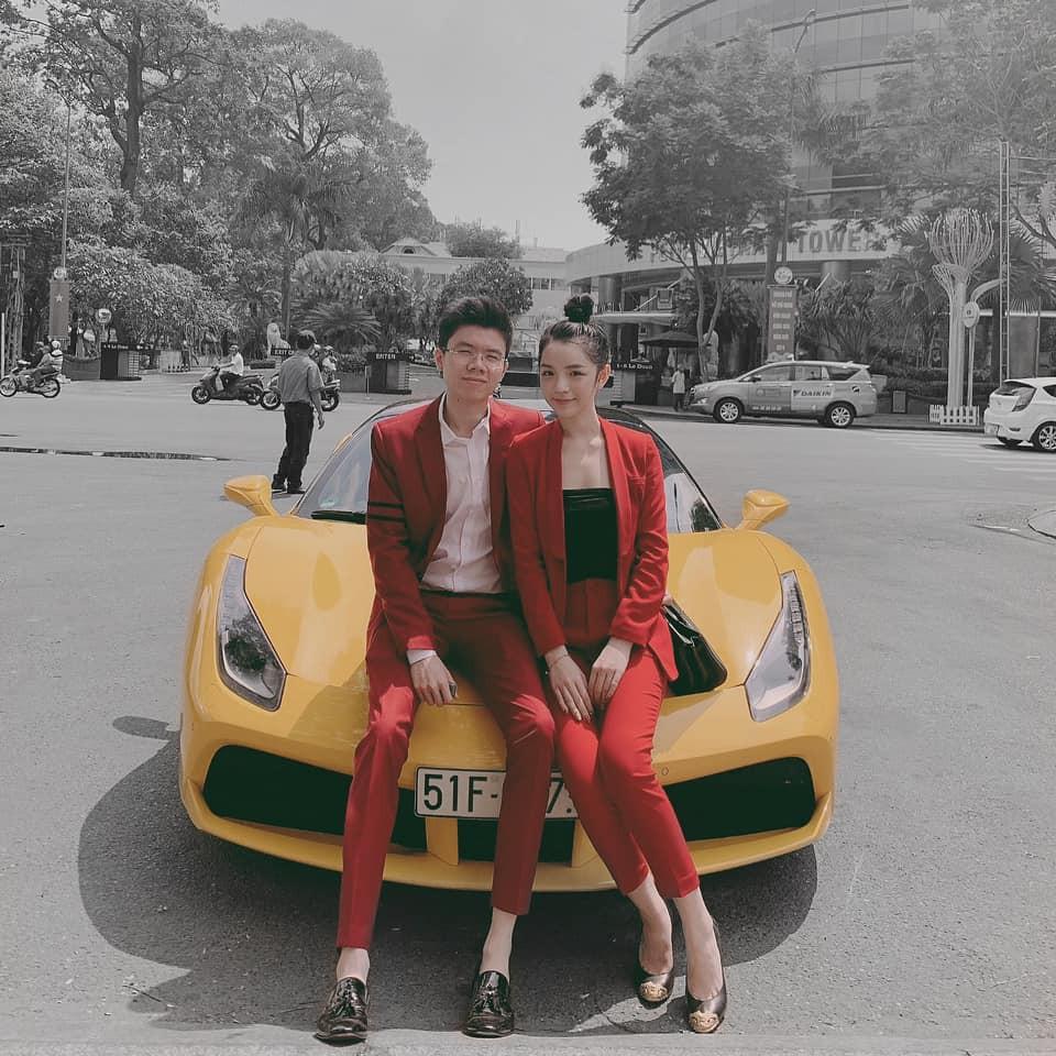 Style pose ảnh ruột của thiếu gia Phan Hoàng và bạn gái: Không tạo dáng trước siêu xe thì cũng check-in ở nhà hàng sang chảnh - Ảnh 3.