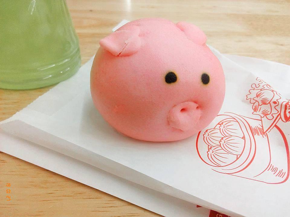 Dân tình thi nhau chụp hình vị thần lợn có hình dáng bất thường vì tai nạn - Ảnh 5.
