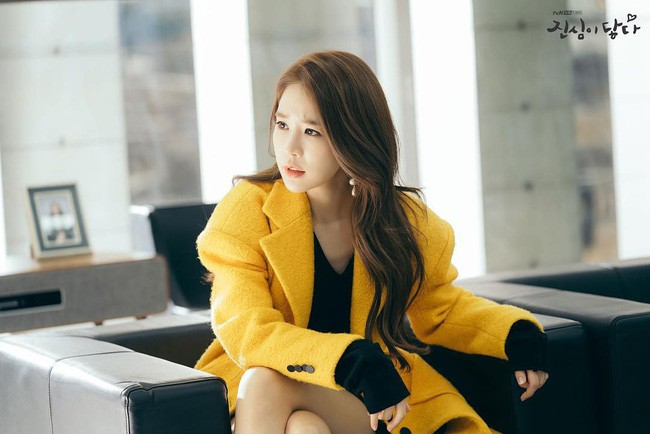 Trở thành thư ký của Lee Dong Wook, Yoo In Na mặc đẹp và sang chảnh tới mức biến công sở thành sàn diễn trong Chạm vào tim em - Ảnh 2.