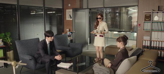 Trở thành thư ký của Lee Dong Wook, Yoo In Na mặc đẹp và sang chảnh tới mức biến công sở thành sàn diễn trong Chạm vào tim em - Ảnh 12.