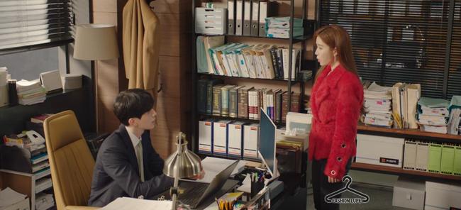 Trở thành thư ký của Lee Dong Wook, Yoo In Na mặc đẹp và sang chảnh tới mức biến công sở thành sàn diễn trong Chạm vào tim em - Ảnh 7.