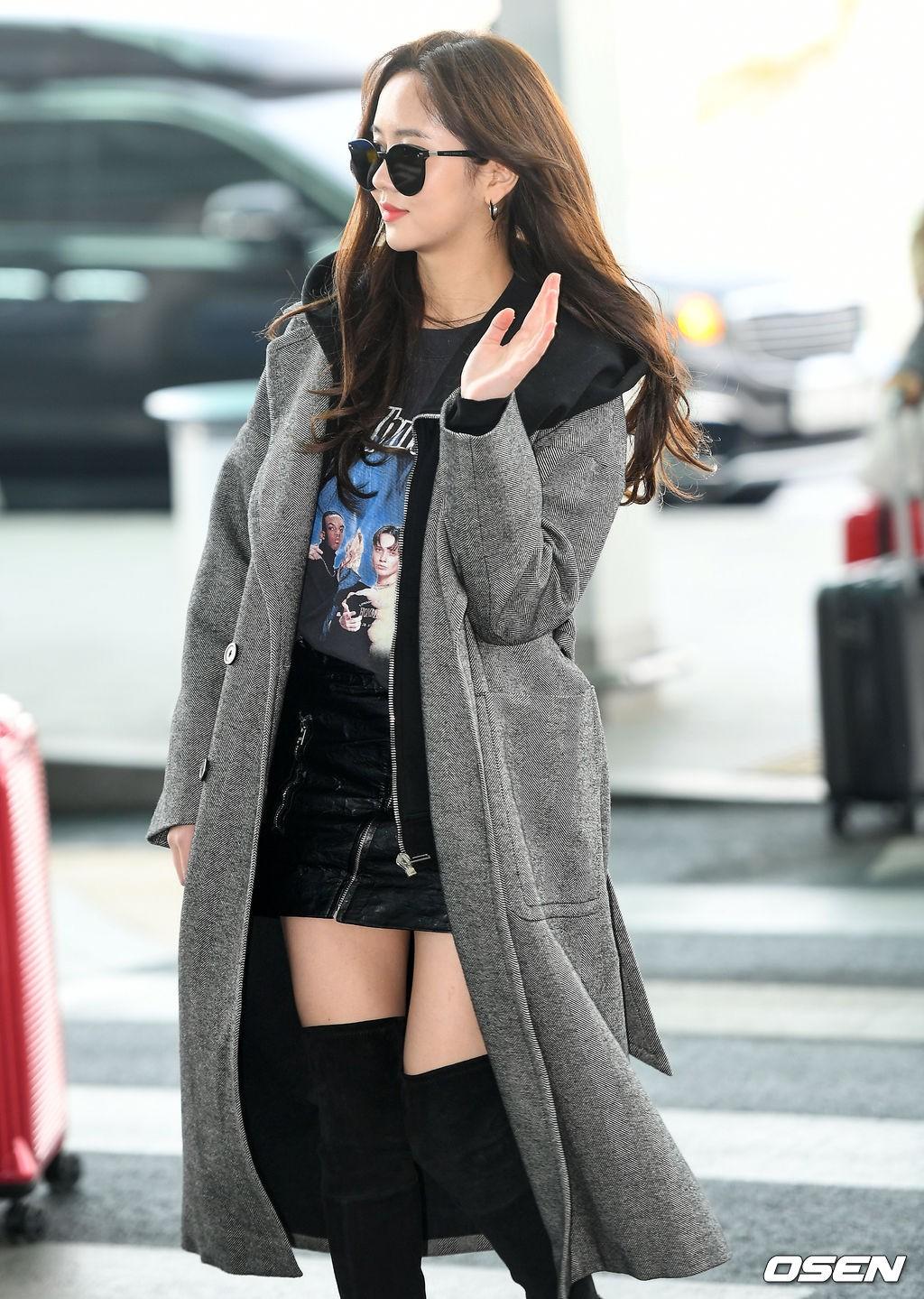 Đi sân bay thôi mà hot đến tận hôm nay, Kim So Hyun đang khiến dân tình bấn loạn vì đôi chân cực phẩm - Ảnh 7.