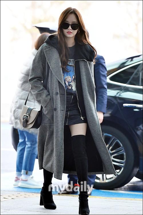 Đi sân bay thôi mà hot đến tận hôm nay, Kim So Hyun đang khiến dân tình bấn loạn vì đôi chân cực phẩm - Ảnh 2.