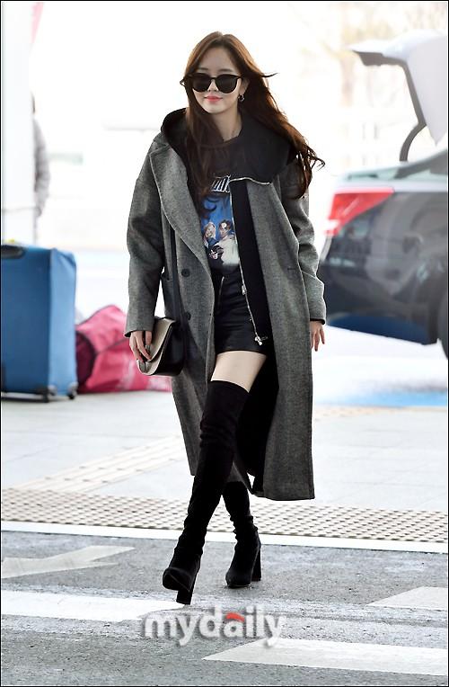 Đi sân bay thôi mà hot đến tận hôm nay, Kim So Hyun đang khiến dân tình bấn loạn vì đôi chân cực phẩm - Ảnh 3.