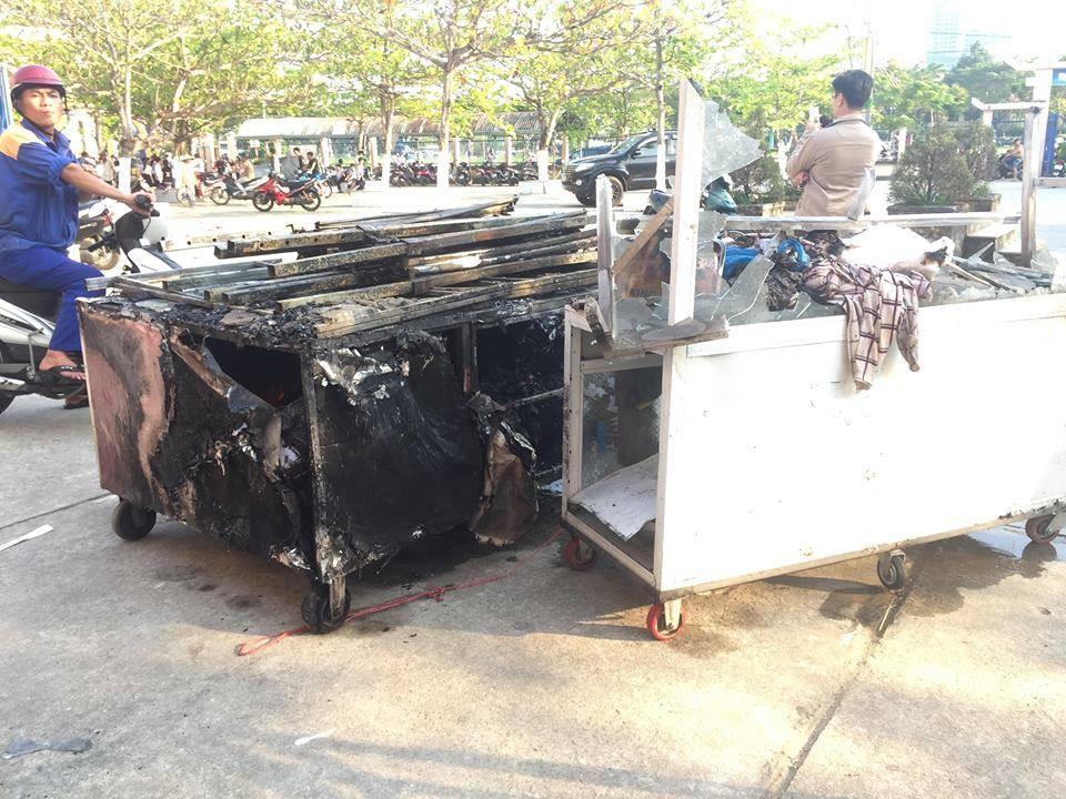 Cháy nhà kho bên trong trường tiểu học ở Đà Nẵng, hàng trăm học sinh hoảng loạn sơ tán - Ảnh 8.