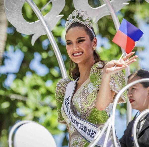 Catriona Gray đẹp tựa nữ thần trong ngày về nước, được 5 triệu người dân Philippines xuống đường chào đón - Ảnh 4.