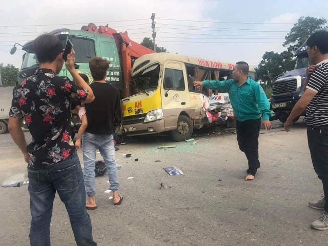 Hà Nội: 4 phương tiện giao thông va chạm liên hoàn, ít nhất 5 người thương vong