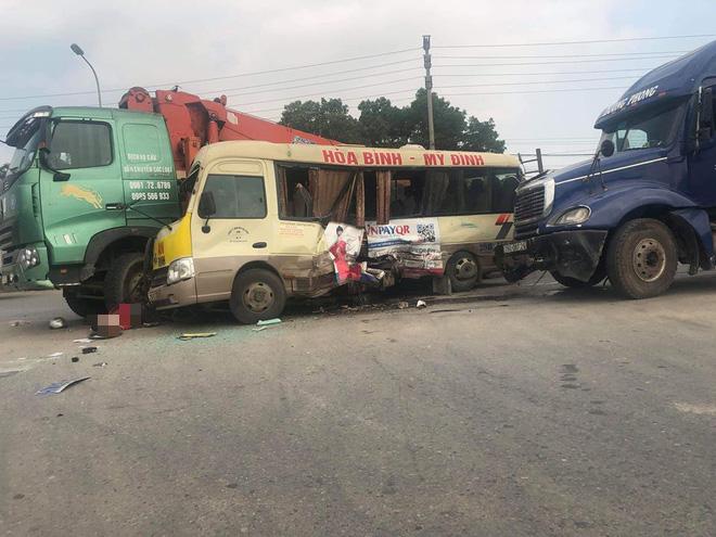 Hà Nội: 4 phương tiện giao thông va chạm liên hoàn, ít nhất 5 người thương vong - Ảnh 2.