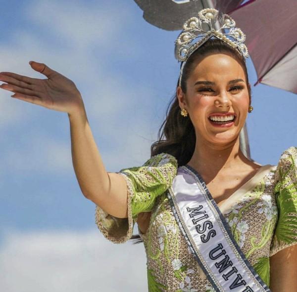 Catriona Gray đẹp tựa nữ thần trong ngày về nước, được 5 triệu người dân Philippines xuống đường chào đón - Ảnh 5.