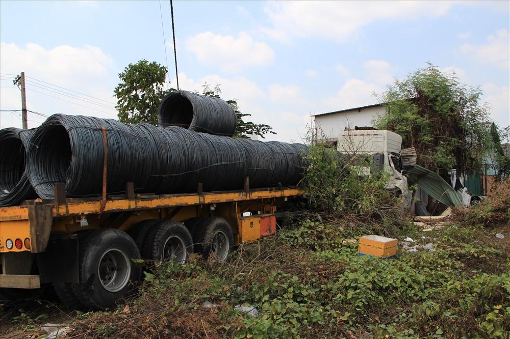 Xe container chở thép tông sập quán bán bún cá rô giữa trưa - Ảnh 5.