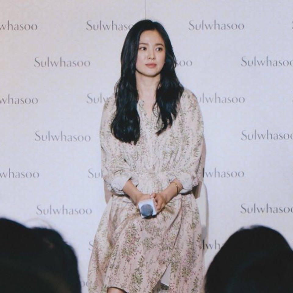 Kín đáo mà vẫn đẳng cấp đúng chuẩn minh tinh, bảo sao Song Hye Kyo cứ dự sự kiện là dân tình lại phải trầm trồ - Ảnh 3.