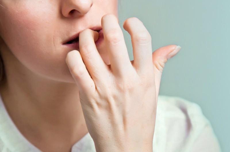 Móng tay vừa ngắn vừa yếu đi chỉ vì bạn hay mắc phải những thói quen này - Ảnh 1.