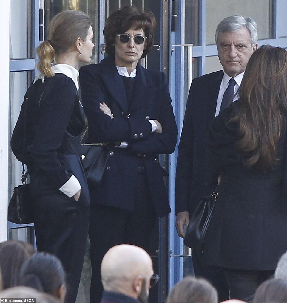 Lễ hỏa táng của huyền thoại Karl Lagerfeld: Công chúa Monaco, tổng biên tạp chí Vogue cùng dàn siêu mẫu đến tiễn đưa - Ảnh 11.