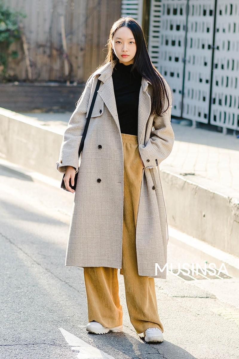 Muốn ăn mặc thoải mái mà sang, đơn giản mà vẫn trendy, bạn chỉ cần xem giới trẻ Hàn diện gì tuần qua là xong ngay - Ảnh 11.