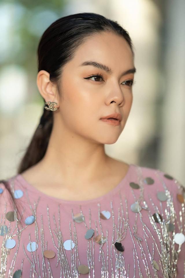 Khổng Tú Quỳnh và loạt sao nữ lột xác xinh đẹp, gợi cảm hơn sau chuyện buồn tình cảm - Ảnh 13.