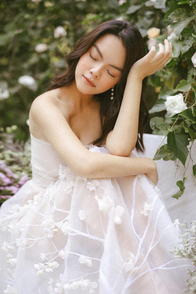 Khổng Tú Quỳnh và loạt sao nữ lột xác xinh đẹp, gợi cảm hơn sau chuyện buồn tình cảm - Ảnh 11.