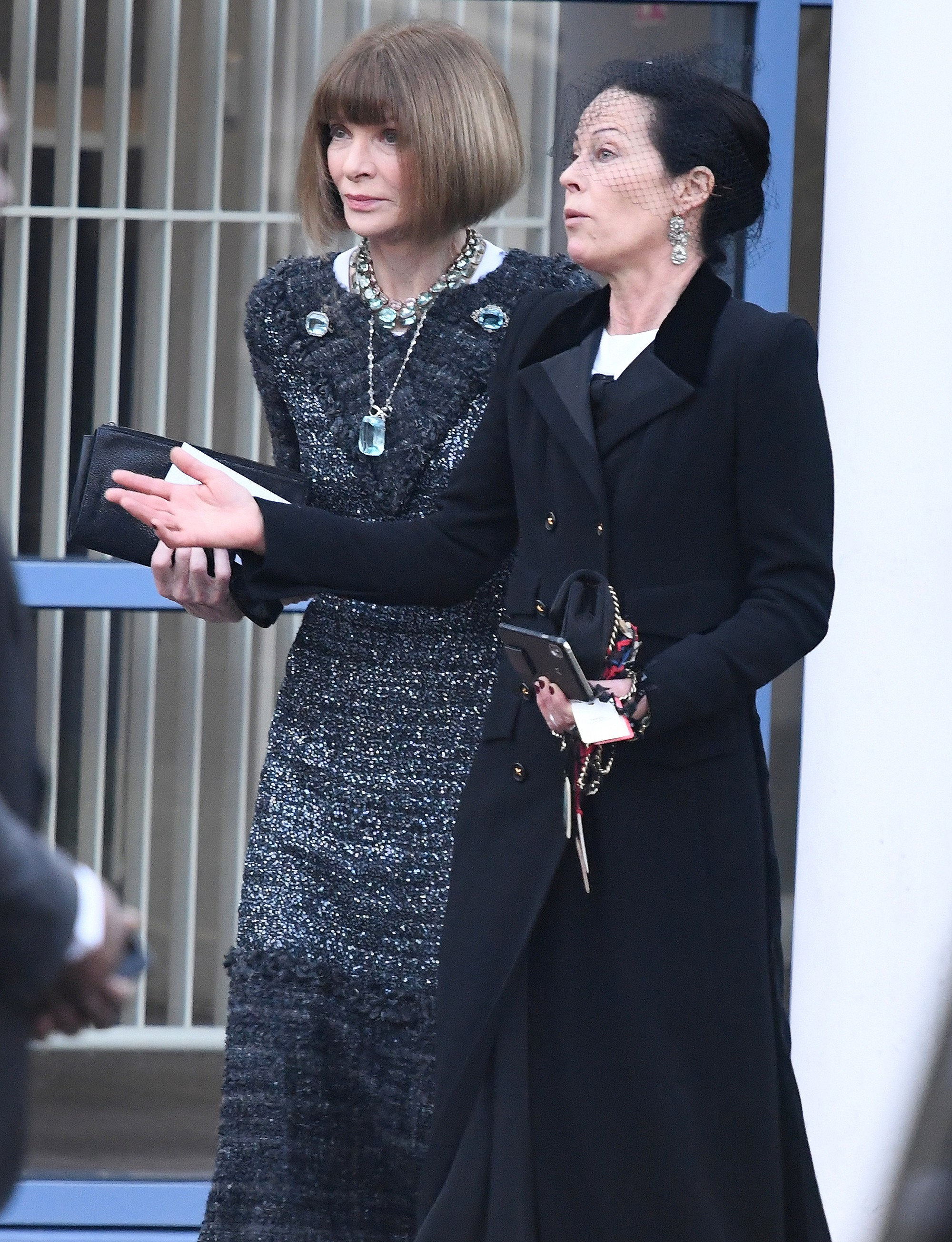 Lễ hỏa táng của huyền thoại Karl Lagerfeld: Công chúa Monaco, tổng biên tạp chí Vogue cùng dàn siêu mẫu đến tiễn đưa - Ảnh 4.